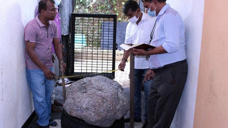 श्रीलंकामा नीलमको एक क्लस्टर (समूह) फेला