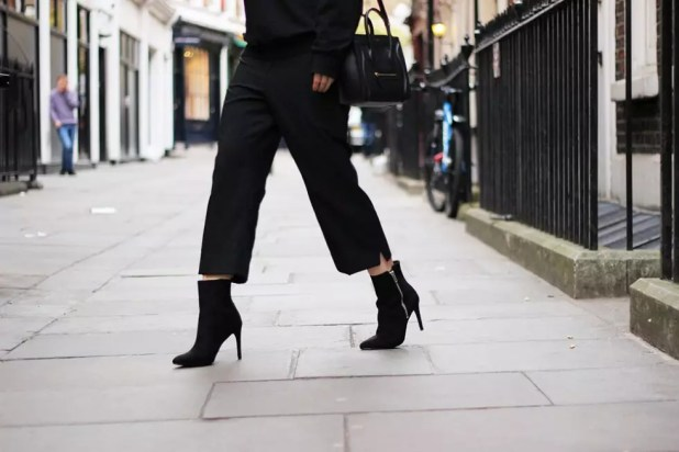 UK-fashion-bloggers-Nederlandse-fashion-bloggers-All-black-outfit-ankle-boots-pointed-toes-Zara-HM-Celine-nano-bag-6-980x654