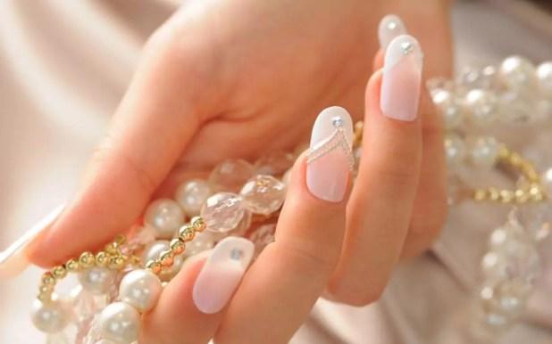 14-delicate-bridal-manicure-designs-2