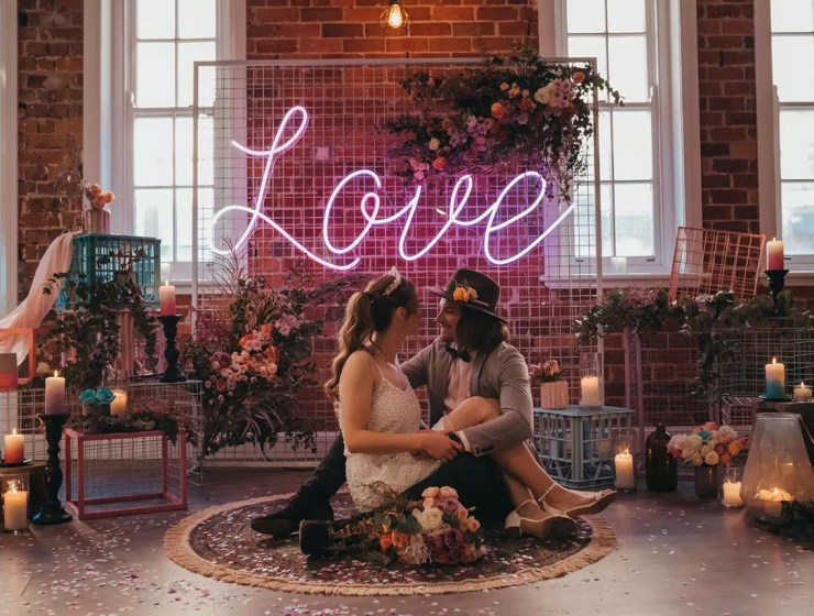 düğün dekorasyonunda neon ışık