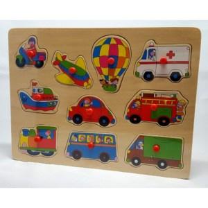 Houten knopjespuzzel voertuigen