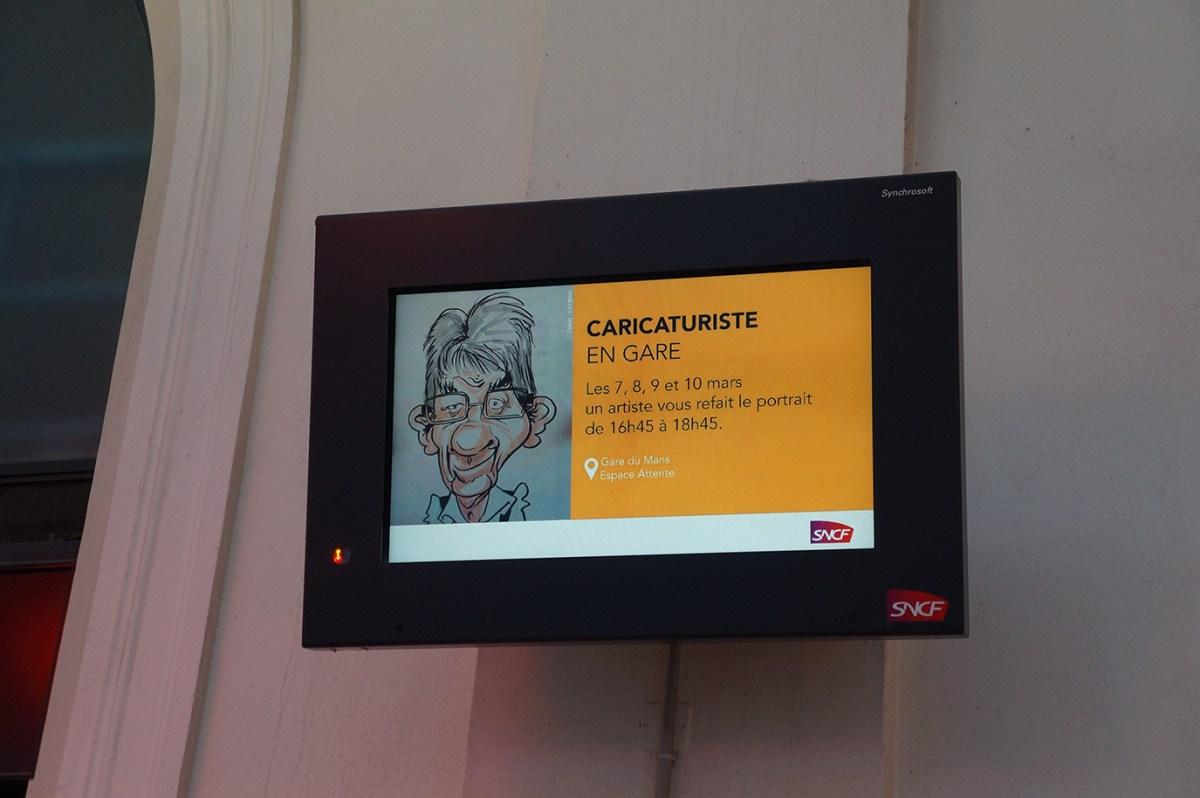 Un caricaturiste en gare SNCF du Mans