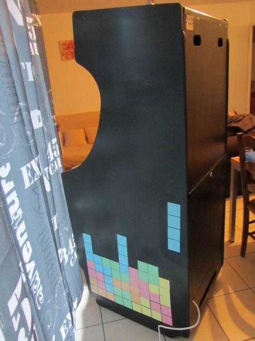 Sur un des côtés, un autre classique du jeux vidéos : TETRIS. Les éléments ont été découpés dans du papier fin de couleur et vernis-collés par Flora