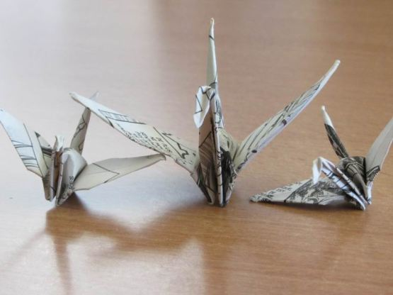 Grue en Origami ; Élément de déco pour nouvel an plié dans les feuilles d'un manga