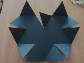 mettre de la colle sur les triangles avec un croix