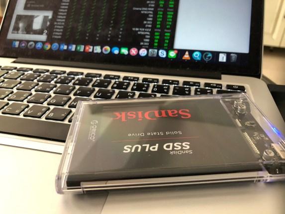 """เอา SanDisk SSD Plus 120GB มาต่อกับ MacBook Pro 13"""" Early 2015 เพื่อทดสอบความเร็ว"""