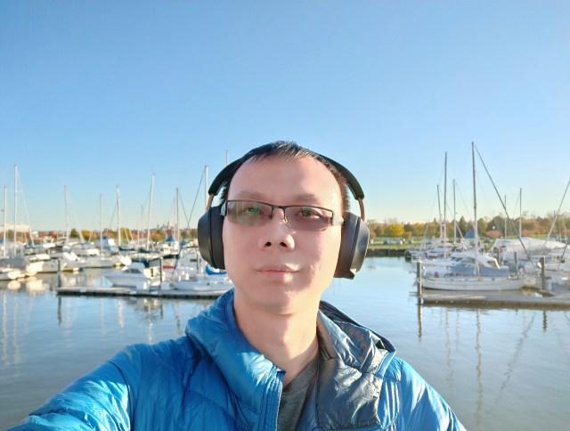 หูฟัง Plantronics BackBeat GO 810 เป็นแบบใส่ครอบหู ดีไซน์ให้พกพาไปไหนมาไหนฟังเพลงได้ดี