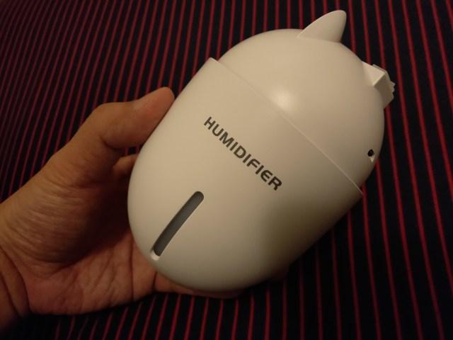 มีช่องบอกระดับน้ำ ไว้ดูด้วยสายตาได้ และมีพอร์ต Micro USB ที่เอาไว้ต่อกับแหล่งจ่ายไฟ