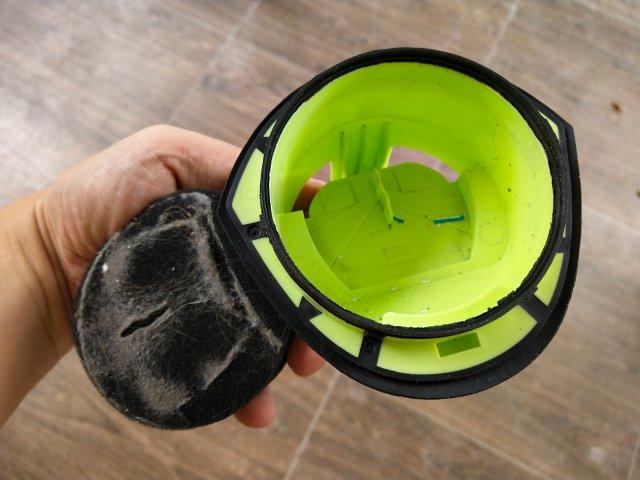 ฟิลเตอร์ที่เป็นฟองน้ำ จะดักฝุ่นได้แบบนี้เลย เห็นชัดเจนมาก ทำความสะอาดไม่ยาก