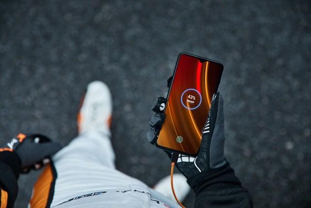 เตรียมพบกับนิยามใหม่แห่งความเร็วแรงขั้นสุดกับการร่วมมือกันระหว่าง OnePlus และ McLaren ในสมาร์ทโฟนรุ่นใหม่ OnePlus 6T McLaren Edition ที่ AIS, JD Central และ Power Buy 3