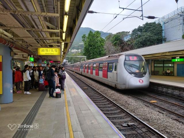 ภาพรถไฟฟ้าสายที่ฮ่องกง