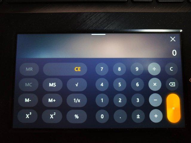 ScreenPad ทำตัวเป็นเครื่องคิดเลข ช่วยได้เยอะเวลากำลังทำงานแล้วอยากได้เครื่องคิดเลขไว้ใช้