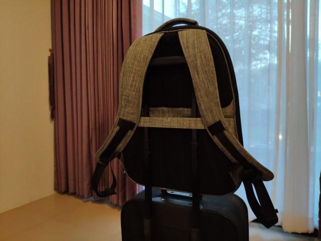 รีวิวกระเป๋าเป้ Cozistyle รุ่น City Backpack สีเทา เห็นเล็กๆ แต่จุไม่ใช่เล่น 10