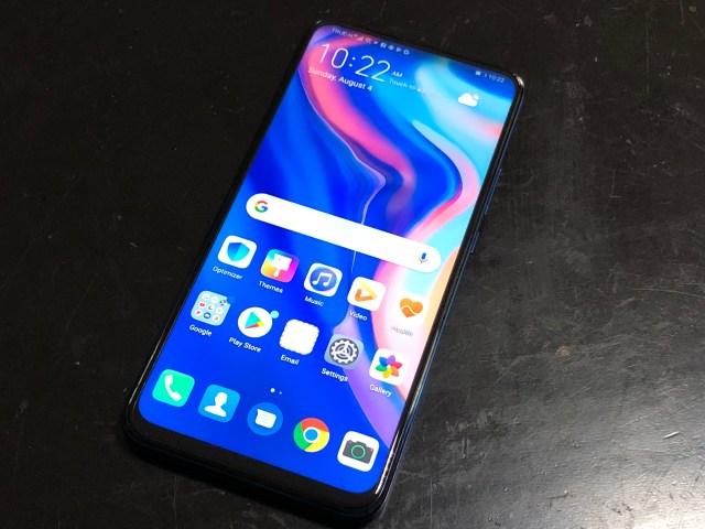 ภาพของสมาร์ทโฟน Huawei Y9 Prime 2019 กำลังแสดงหน้าจอ Home screen อยู่