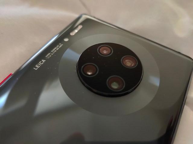 ภาพของส่วนที่เป็นเลนส์กล้องของสมาร์ทโฟน Huawei Mate 30 Pro