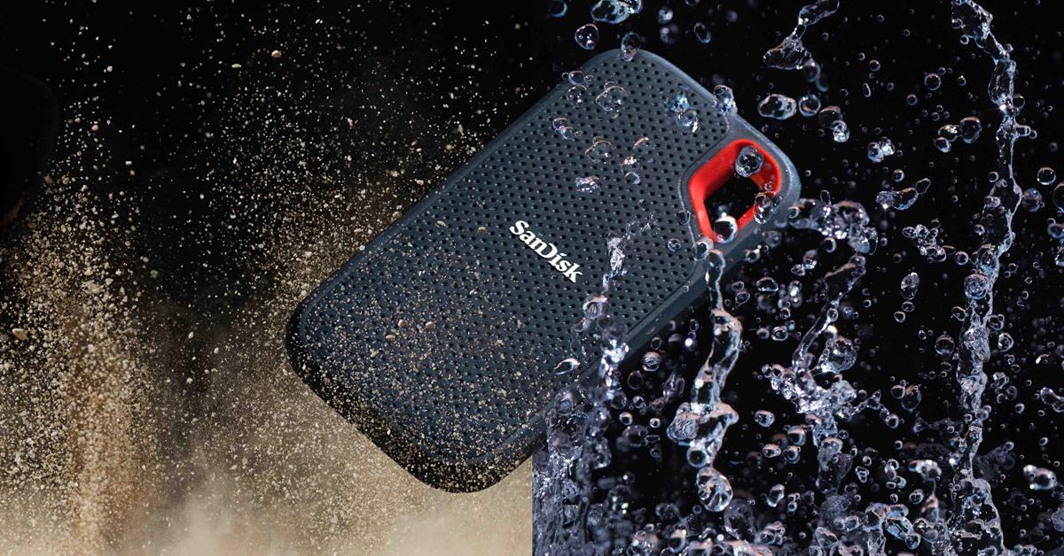ภาพของ SanDisk Extreme Pro Portable SSD 1TB ที่สื่อให้เห็นว่าตัว Portable SSD นี้ กันฝุ่น และ กันน้ำ