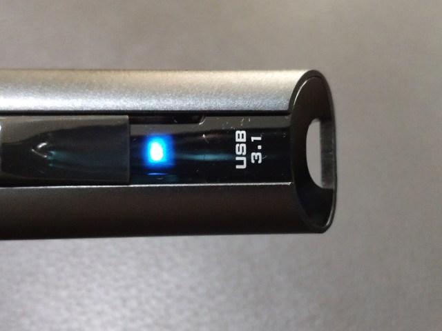 ไฟ LED สีฟ้า แสดงสถานะการทำงานของ SanDisk Extreme Pro USB 3.1 Solid State Flash Drive
