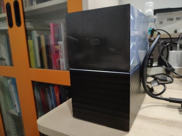 External HDD WD My Book Duo ด้านหน้า ตรงกลางมีไฟ LED สีขาวอยู่