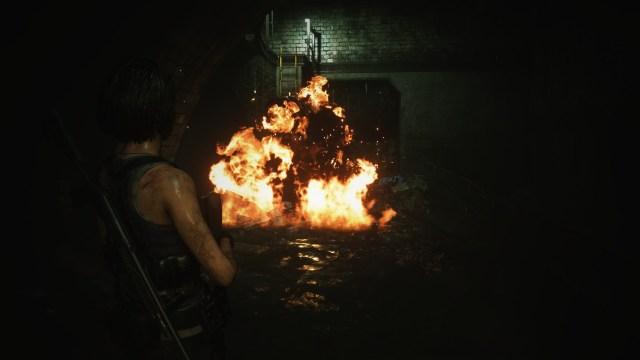 Jill Valentine ยิงกระสุนระเบิดเพลิงในท่อน้ำเสีย