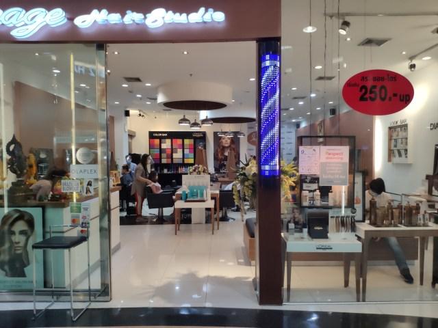 ร้านทำผมภายในห้าง มีการเปิดให้บริการลูกค้าแล้ว โดยจำกัดจำนวนผู้เข้ามารับบริการ