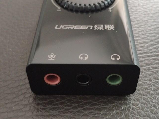ด้านปลายของอะแดปเตอร์การ์ดเสียง USB ของ UGREEN