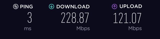 หน้าจอแสดงผลการทดสอบความเร็วอินเทอร์เน็ตด้วยบริการ Speedtest.net แสดงผล Ping 3ms ดาวน์โหลด 228.87Mbps และ Upload 121.07Mbps
