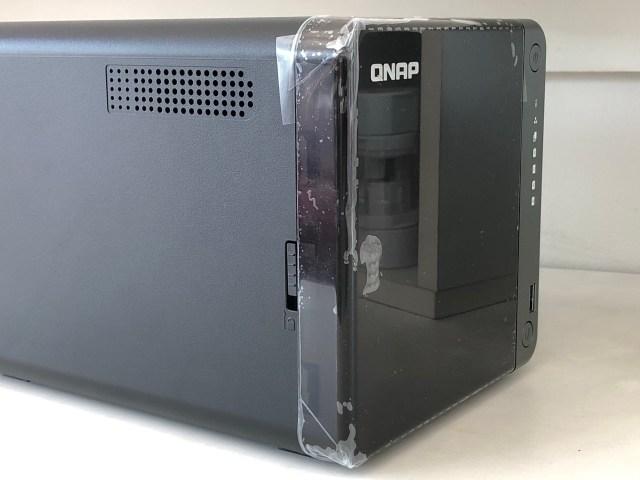 ด้านข้างซ้ายมือของ QNAP TS-453D