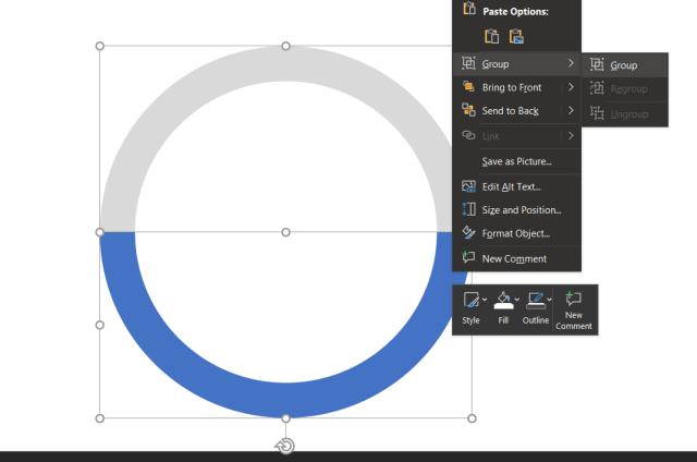 หน้าจอโปรแกรม PowerPoint ตอนที่จะ Group รูปร่างวงกลมกลวงสองสีเป็นกลุ่มเดียวกัน