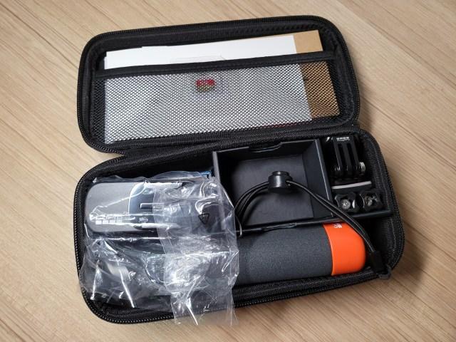 ด้านในของ Hard case ของ GoPro HERO9 Black ในชุดที่ให้สื่อรีวิว มีอุปกรณ์เสริมให้มาหลายชิ้นทีเดียว