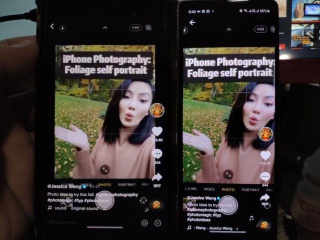 เทียบการดูคลิปบน TikTok บน iPhone 8 Plus (ซ้ายมือ) กับ Samsung Galaxy Z Fold 2 (ขวามือ) iPhone แสดงผลได้เต็มจอกว่า ส่วน Samsung Galaxy Z Fold 2 เทียบแล้ว ภาพเหมือนโดนตัดด้านข้างซ้ายขวาไปบางส่วน