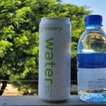 น้ำดื่มบรรจุกระป๋อง greenery water ถ่ายคู่กับน้ำดื่มบรรจุขวด PET
