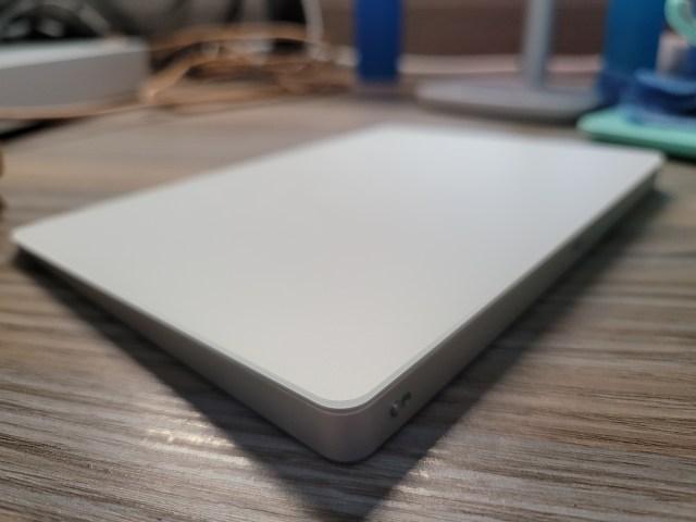 ภาพถ่ายด้านมุมของ Magic TrackPad 2