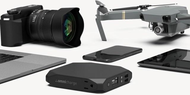 พาวเวอร์แบงก์ Omni 20+ และอุปกรณ์ต่างๆ เช่น กล้องดิจิทัล สมาร์ทโฟน แท็บเล็ต คอมพิวเตอร์โน้ตบุ๊ก โดรน