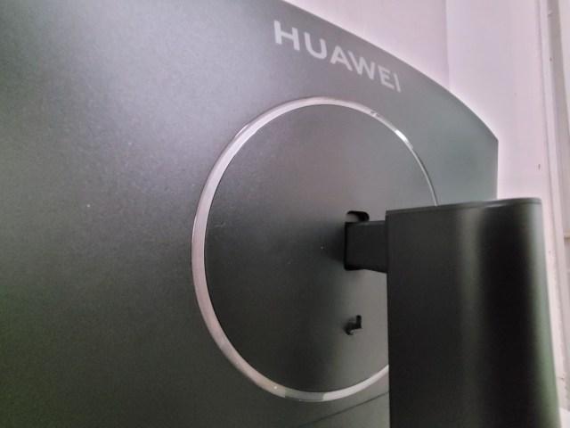 ภาพด้านหลังของจอ Huawei MateView GT ตรงส่วนที่ยึดจอกับขาตั้ง