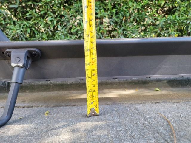 วัดความสูงจากพื้นถึงท้องสกู๊ตเตอร์ Ninebot Kickscooter MAX ได้ 7 เซ็นติเมตร