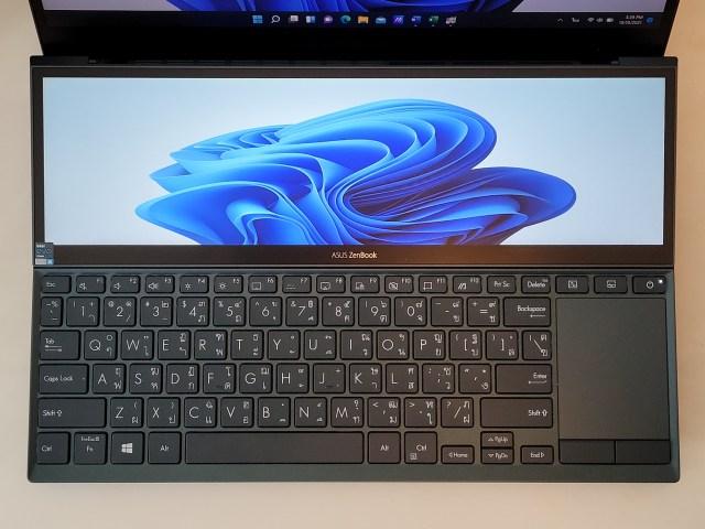 หน้าจอ ScreenPad+ และคีย์บอร์ดกับ TouchPad ของโน้ตบุ๊ก ASUS ZenBook Duo 14 UX482EA