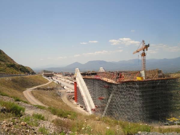 Χάθηκαν 4 μήνες στην κατασκευή γέφυρας στο Παραδείσια – Τσακώνα