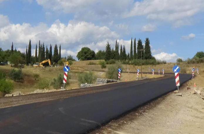 Έτοιμος ο δρόμος στην Πλάκα – Πεζοδρόμια προς το Αρχαίο Θέατρο Μεγαλόπολης