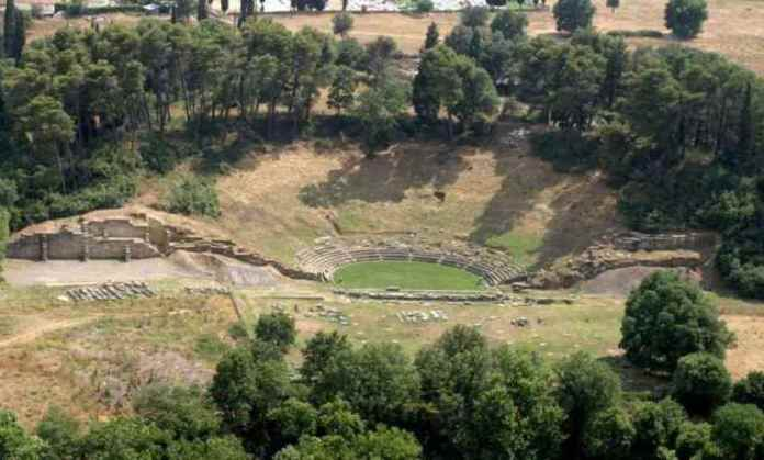 Συντήρηση Αρχαίου Θέατρου Μεγαλόπολης και αποκατάσταση πύλης του κάστρου της Καρύταινας εντάσσονται στο ΠΕΠ Πελοποννήσου