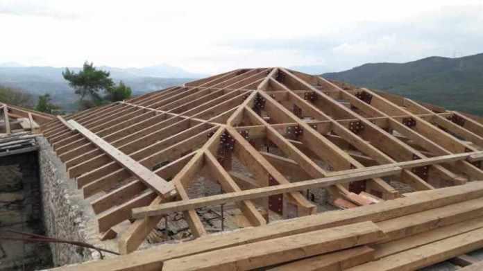 Aνακοίνωση-επανόρθωση του Συλλόγου Καρυτινών για το υπό εκτέλεση έργο της στέγης του Αρχοντικού Ν.Π. Δημητρακόπουλου
