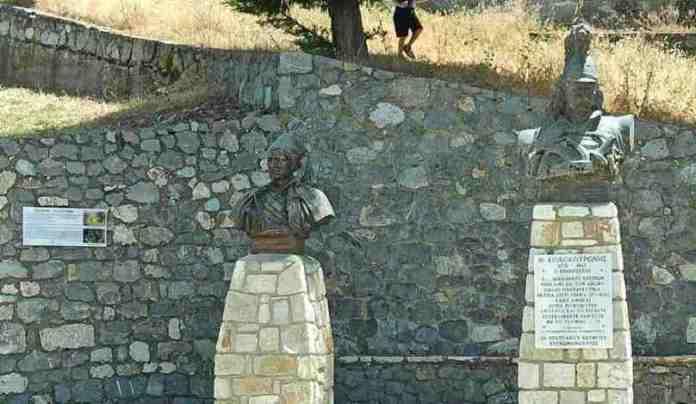Ιστορικές πινακίδες στον Άκοβο