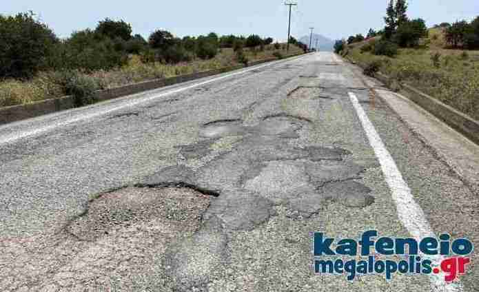 Επικίνδυνες λακκούβες στον δρόμο για Ίσαρη – Αγία Θεοδώρα δημιουργούν προβλήματα στους οδηγούς