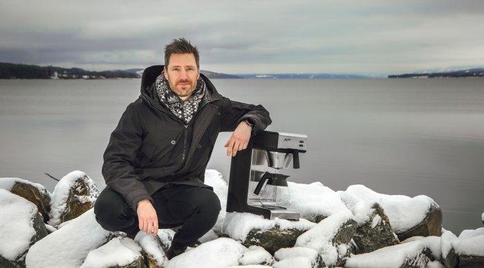 Bilde av sjefen for Bonamat ved Mjøsa en vinterdag.