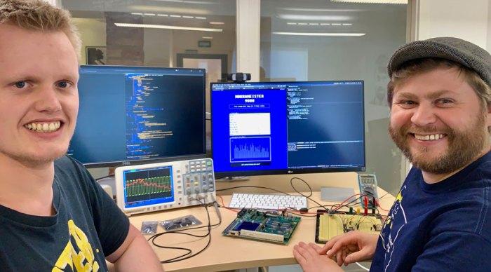 Bilde av to datanerder