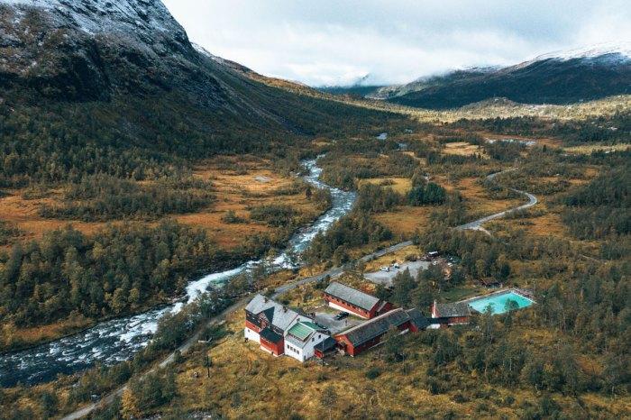 Flyfoto av Mjølfjell ungdomsherberge på Voss