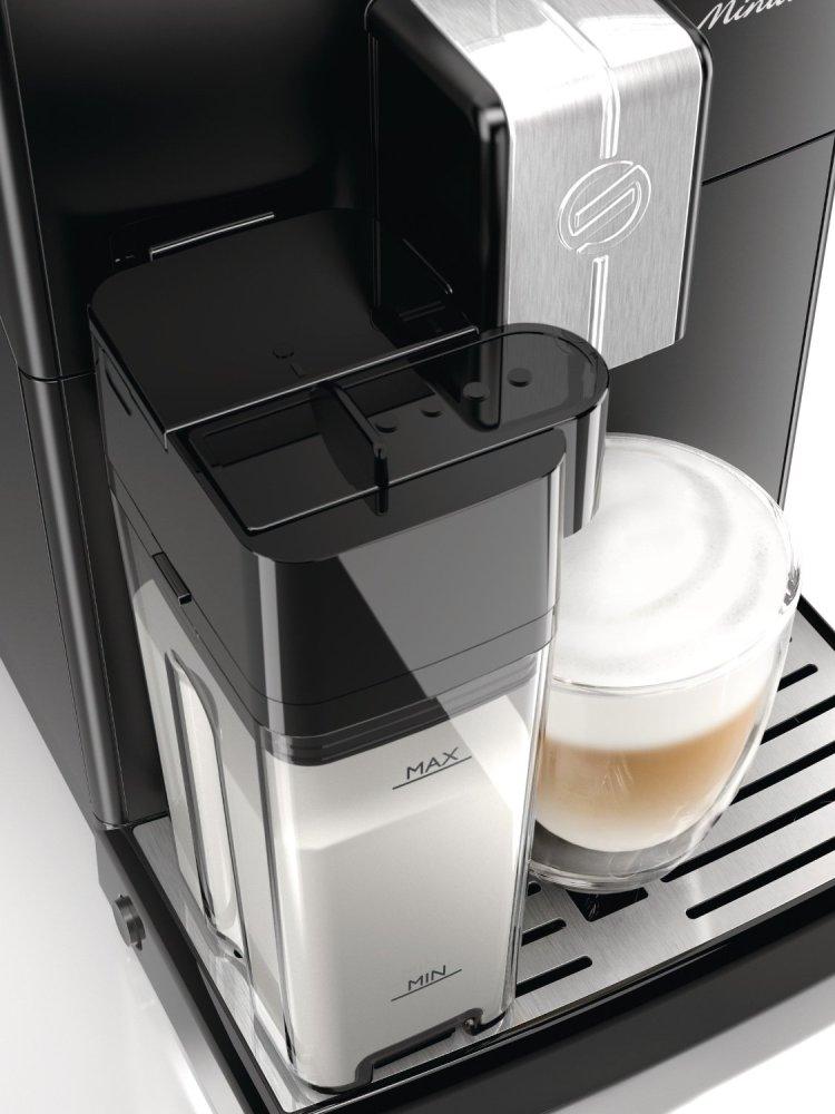 Kaffeevollautomat Test Saeco HD8763 Minuto Milchbehälter