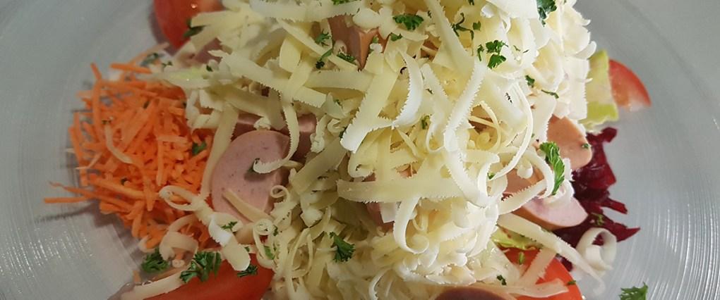 kafi-ferdinand-menu-wurst-kaese-salat