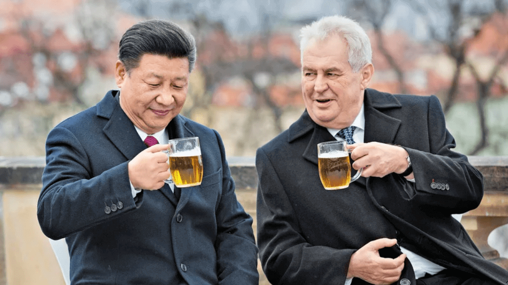 Czech President Milos Zeman and Chinese President Xi Jinping drinking a beer in Prague