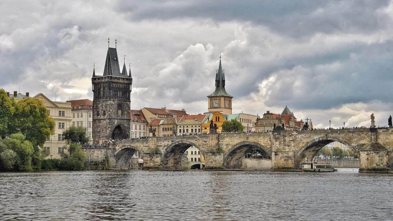 charles-bridge-prague-visit