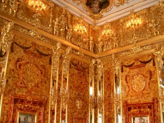 """The legendary gold """"Amber Room"""" of the Tsars, St. Petersburg. Source: Wikipedia."""